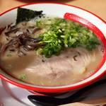 麺堂 香 - とんこつラーメン550円