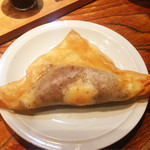 49482799 - チュニジアの餃子(720円)◎                       半分に割ると、中から卵の黄身がトロ〜リ。                       餃子というよりもタコスのようで美味しかったです。