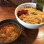 江戸前煮干中華そば きみはん - 粗挽き 鰹ふりかけの辛つけめん(880円)