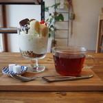 ユンタン カフェ - ミニパフェと紅茶