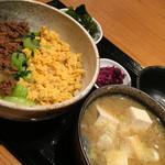 日本料理 竹むら - 日替わりランチ800円:3色丼&アンコウ汁定食