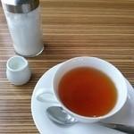 49492420 - セットの紅茶はカップサービス