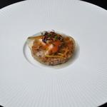 mori - 生ウニと馬肉のタルタル マッシュルームのコンソメゼリー