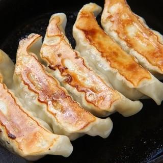 国産特選素材の焼餃子