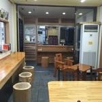 どっこいまんじゅう - 内観写真:店内15席。全席禁煙です。