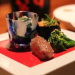 ラ・ボンバンス - 八寸 スペシャルバージョン ①山菜 ②海胆のお寿司 ③ビーフのお寿司 ④菜の花
