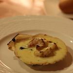ラトゥール - 温かい前菜:ホタテのグラタン ボリューム少な目なのがちょうどいい感じ。パンとの相性よし