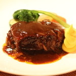 ラトゥール - メイン:+料金になりますが、牛肉の赤ワイン煮 ほろほろです。場所によっては脂がきになるかも