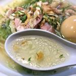 鶏そばの淡海地鶏スープ
