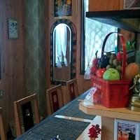 チャッタイ ガーデンハウス - 一名様もお食事しやすいカウンター席。