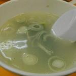 ラーメン新世 - スープ