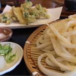49510947 - 春野菜の天ぷらざる 大盛り1070円