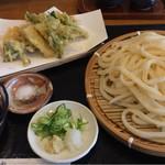 49510950 - 春野菜の天ぷらざる 大盛り1070円