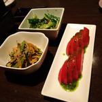 博多もつ鍋 はらへった 本陣 - きゅうりの一番うまか食べ方、名物ピリ辛もらし、冷やしトマト