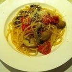 ガッタイオーラ ドルチ - スパゲッティ フレッシュトマトとマッシュルーム