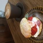 大和田カフェ - いちごのアメリカンショートケーキ 自家製いちごソース