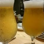49517330 - 右→自家製ビールの狼煙(noroshi)                       左→毱花