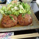 ヤマバレ牧場 ポーザーおばさんの食卓 - 二個もある!(*^^*)