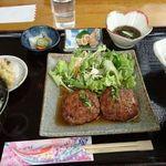ヤマバレ牧場 ポーザーおばさんの食卓 - 石垣牛ハンバーグ定食。