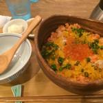 こめらく - 料理写真:鮭とイクラの親子丼