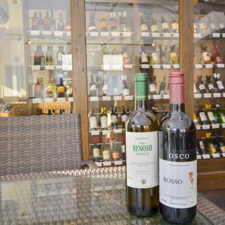 ワインセラーには100種類の豊富なワイン