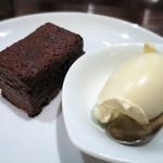 ルール ブルー - 温製チョコレートケーキとバニラアイス
