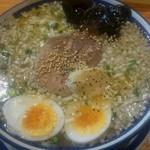 き蔵 - 牛タンねぎ塩ラーメン(潮味煮玉子のせ)950円