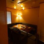 名物鉄板地鶏焼き 渋谷 鶏ます - 広々空間