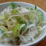 元祖カレータンタン麺 大河家 - ネギののった餃子
