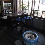 ギャラリーアンドカフェ 草画房 - 店内 テーブル席