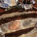 茶緒 - いちごとバナナのケーキ