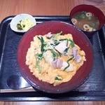 炭火焼鳥 西田屋 - 近江黒鶏と蘭王の親子丼¥980