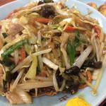 日の出中華 - カタ焼きそば。濃い目味かりかり麺。旨い。
