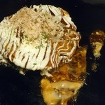 49554572 - 豚肉や海老、いか入りの贅沢お好み焼き、ミックス焼き1,280円