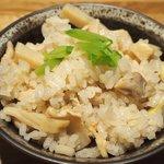 49555844 - 煮魚定食<限定10食> 1200円 の筍と鶏肉の炊込みご飯