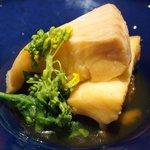 49555895 - 煮魚定食<限定10食> 1200円 の1mで肉厚なカラスガレイ煮付け 菜の花添え