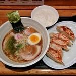 どさん粉 麺や 凡 - しょうゆラーメンセット(700円)