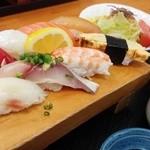 新港食堂 - 限定!10食!にぎり定食1080円☆☆脂のってぷりぷり!(^^)!☆ あら汁も鮭や鯛などゴロゴロ入って良い出汁でてます