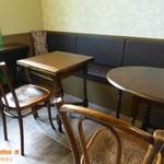神戸スコーン物語 M - アンティークのテーブル・椅子