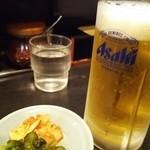 珍珍珍 - きゅうりとキムチっぽい漬物&生ビール