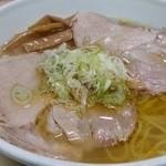 元祖一条流がんこ 西早稲田 - 澄んだスープ。キレがあります。 2016.4