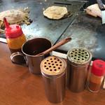 49568994 - 卓上のソース、青のり、かつお粉などお馴染みの調味料