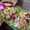 フレッシュフルーツ&グリーンハーブと自家製ローストビーフのタイ風サラダ