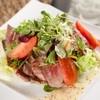 サラダ仕立ての牛肉のタリアータ