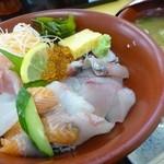 一心太助 - 本日の海鮮丼 850円