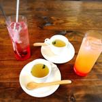 パスタ ダイニング ヨロコバ ショクドウ - 生姜入りのスープとノンアルコールカクテル