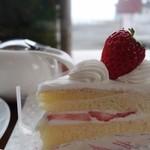 カルフール - 料理写真:(2016/3月)ショートケーキ