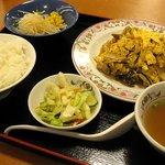 餃子の王将 - 肉と玉子のいりつけの定食プレート