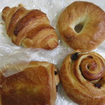 ラ・タルティーヌベーカリー  - この日はクロワッサン系のパンを中心に4個のパンを朝食用に買って帰りました。