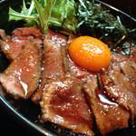 キャメル ダイナー - ローストビーフ丼シングル(800円)を頂きました。